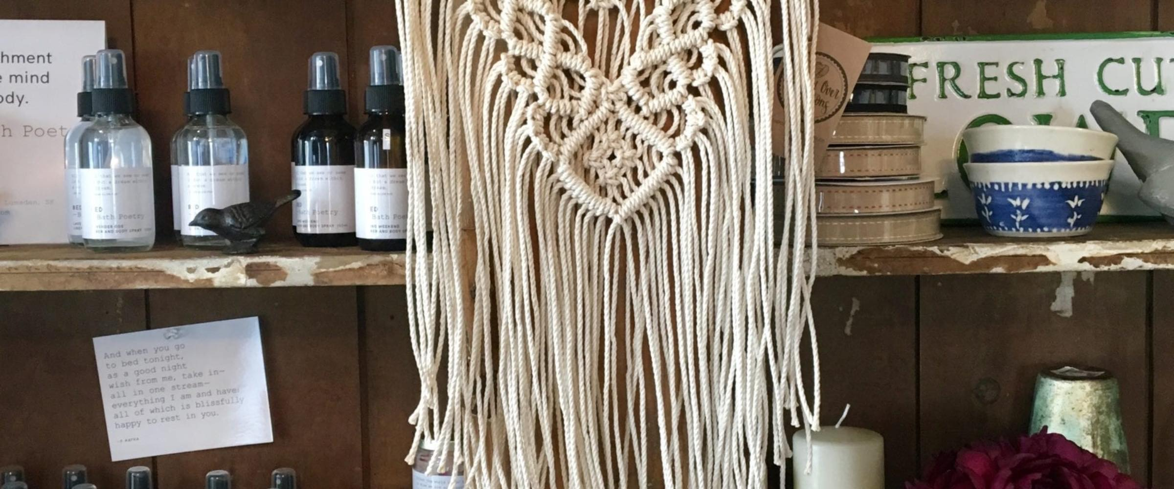 Farmhoues living: Shelf with beauty products and macrame hanger